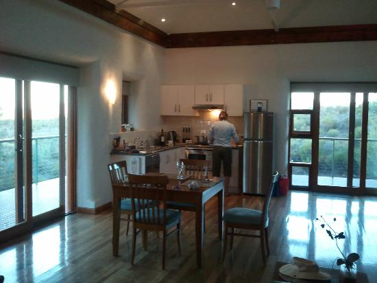 Rawnsley Park Station Eco Villas: Dining and kitchen area
