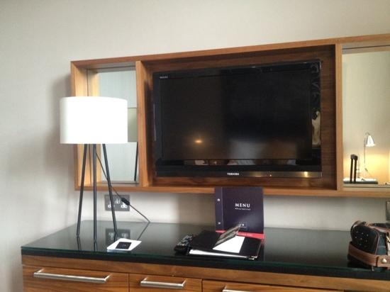 Macdonald Townhouse Hotel: tv