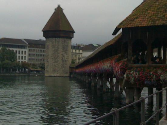 Luzernerhof Hotel: Chapel Bridge just around the corner from Luzererhof