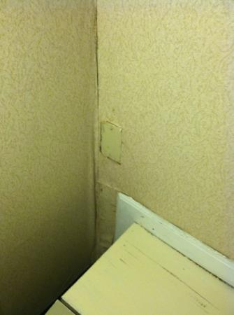 Holiday Inn Akron-Fairlawn: state of guest rooms 1