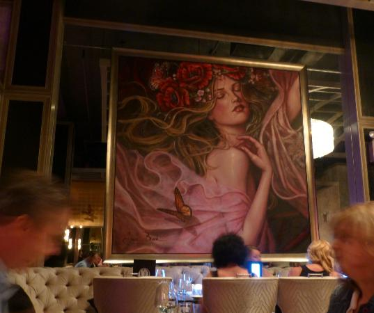 Duo Restaurant and Lounge : Seductive girl picture on the wall