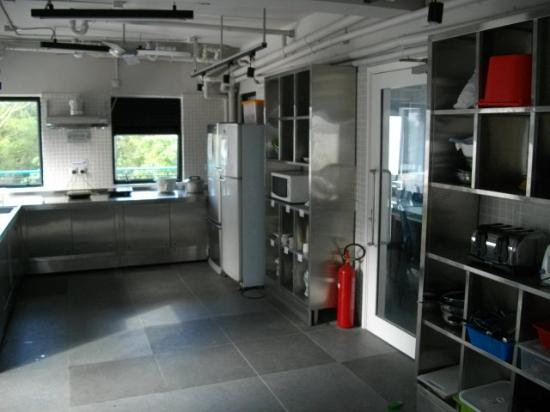 Jockey Club Mt. Davis Youth Hostel: I love this kitchen!!