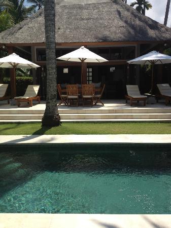 Villa Sasoon: deck area