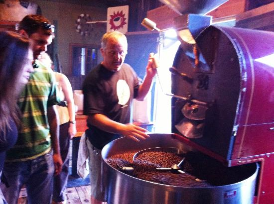 Athens, Géorgie : watching an actual coffee roasting taking place