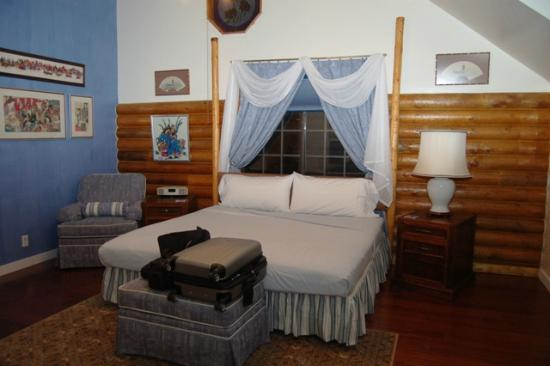 Grand Living Bed & Breakfast: Upstairs bedroom