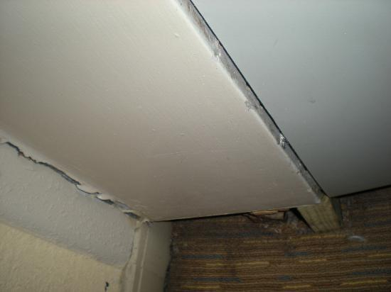 La Quinta Inn & Suites Miami Lakes: The air conditioner that was falling off the wall