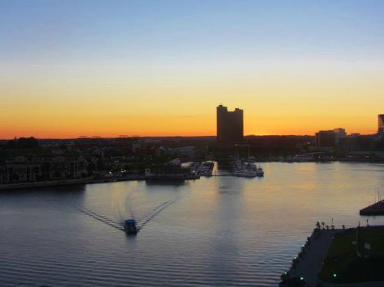 Four Seasons Baltimore: sunrise