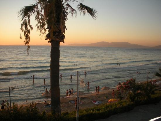 Mona Lisa International Restaurant: View of Ladies Beach from restaurant