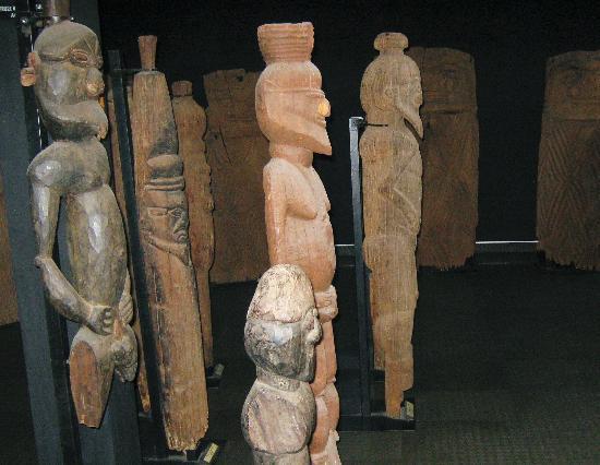 Musee de Nouvelle Caledonie: Statues kanak