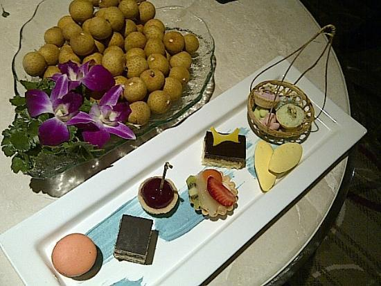 Centara Grand at Central Plaza Ladprao Bangkok: Local fruit longan and the paltter of sweets