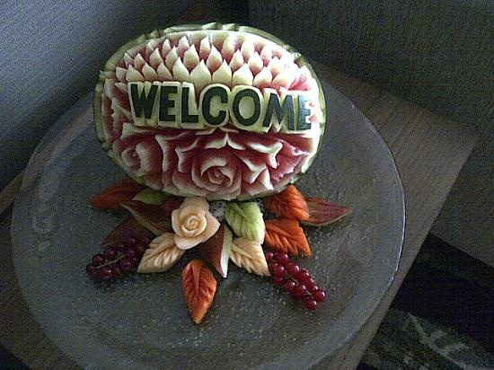 Centara Grand at Central Plaza Ladprao Bangkok: Welcome fruit carving