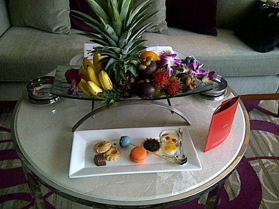 Centara Grand at Central Plaza Ladprao Bangkok: Fruit Platter and Sweets