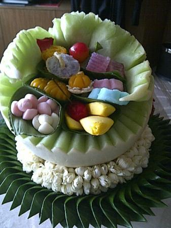 Centara Grand at Central Plaza Ladprao Bangkok: Sweets presented in a Melon carving
