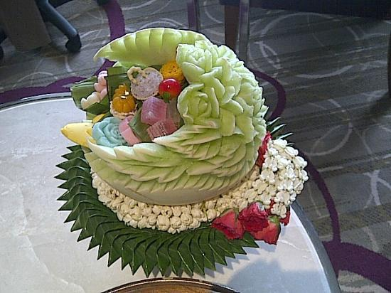 Centara Grand at Central Plaza Ladprao Bangkok: Side view of Melon carving