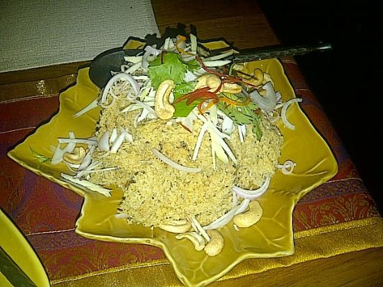เซ็นทารา แกรนด์ แอท เซ็นทรัลพลาซาลาดพร้าว กรุงเทพ: Pla Foo Duk (Cat fish salad)