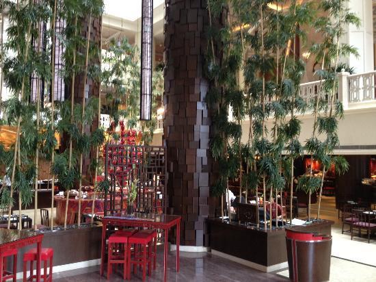 Sheraton Imperial Kuala Lumpur Hotel: le hall arriere