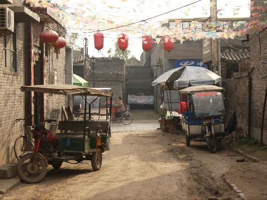 Pingyao Cheng Jia Hotel : The street leading to the hotel