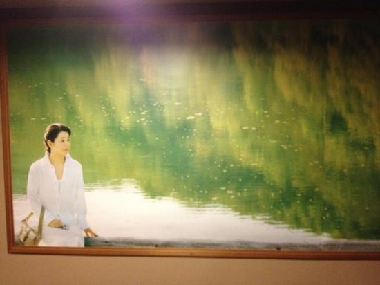 Tsuta Onsen Ryokan: 温泉の通路にポスター:蔦沼です