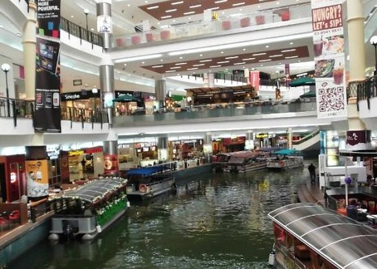 Sri Kembangan, Malaysia: The Mines Shopping Centre - interior