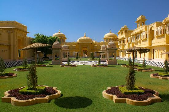 The Oberoi Udaivilas: Courtyard