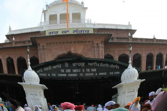 Akal Takht: Delicious food being served for thousands of people every day