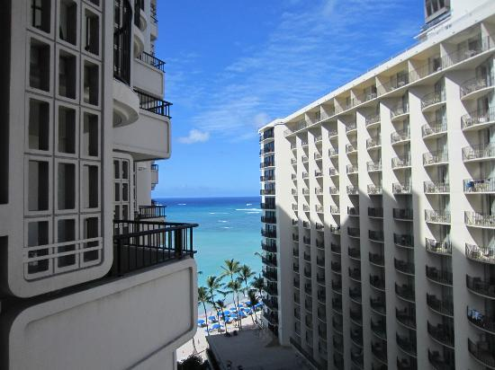 Moana Surfrider, A Westin Resort & Spa: view from Lanai Room #1271