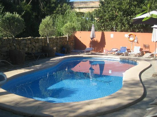 Hotel Molino del Puente Ronda : Early morning view of the pool