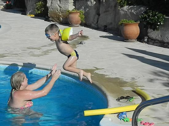 Finikaria, Chipre: grandson loving the pool