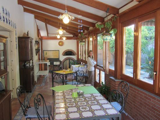 Villa Adriana Guesthouse Sorrento: Breakfast room