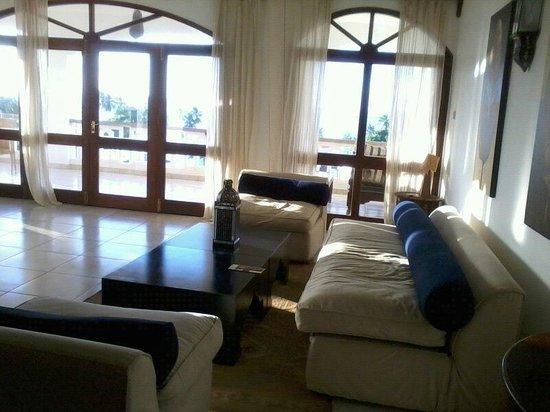 Lantana Galu Beach: sitting room