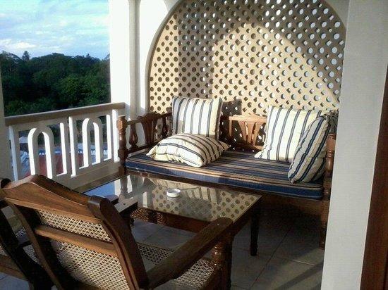 Lantana Galu Beach: balcony lounge