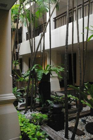 Burasari Resort: Zen gardens and decor