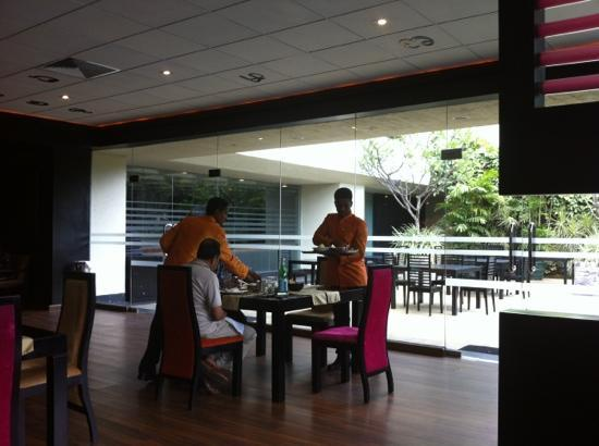 Chutneys At Cinnamon Grand Colombo : attentive service