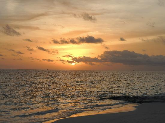 Angsana Ihuru: Great sun sets