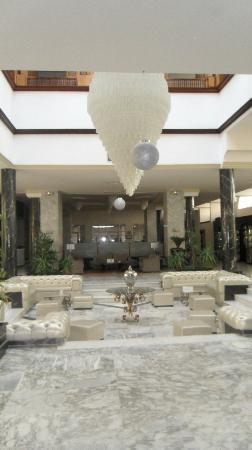 Ramada Liberty Resort Hotel: Hall
