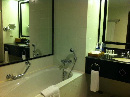 Plaza Athenee Bangkok, A Royal Meridien Hotel: Bath