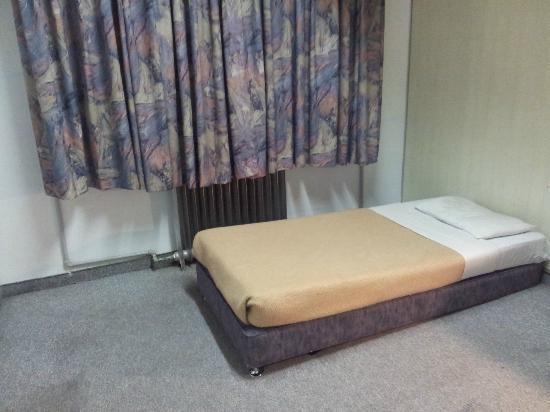 Alcazar Hotel: lit petit et dur