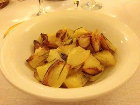 Agriturismo Casale delle Lucrezie: patate al forno speziate -contorno-