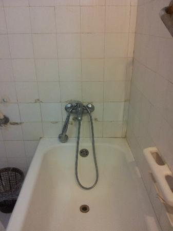 Alcazar Hotel: baignoire