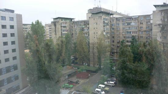 Ibis Bucuresti Gara de Nord: The hotel is in much better shape :) View from the other side is a little bit better.