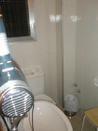 Hotel Canada : baño. Deja la ventana abierta que te ahogas