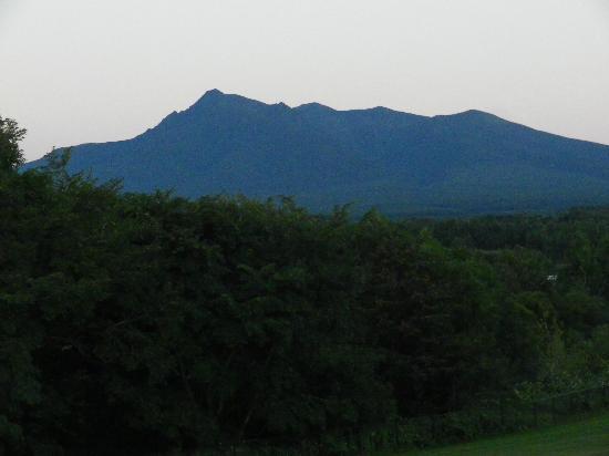 Hotel Ryokuseiso: 部屋から斜里岳を見る
