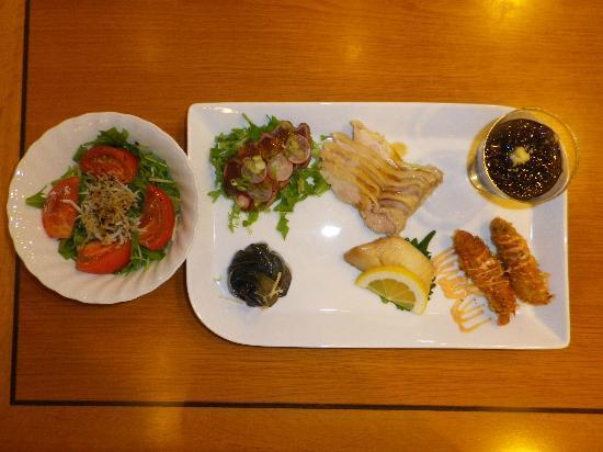 Hotel Ryokuseiso: 夕食に利用した定食の一部