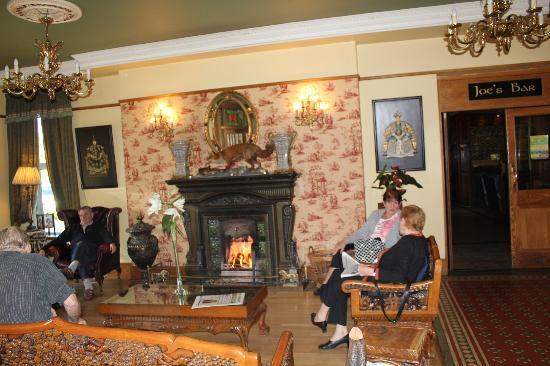 Jackson's Hotel: A cosy lounge with lovely log fire on a cold day.