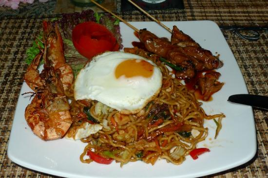 Amori Villas: Mee goreng from the kitchen