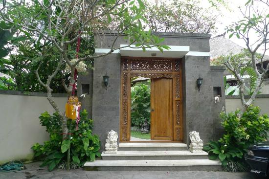 โรงแรมอาโมริ วิลล่า: Entrance