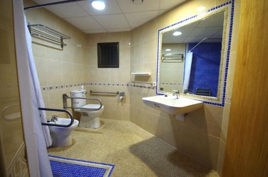 Apartamentos Marina : Baño discapacitados