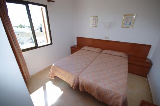 Apartamentos Marina : Dormitorio