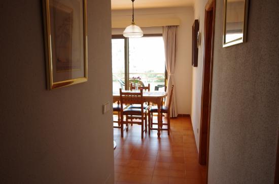 Marina Apartments: Pasillo del apartamento