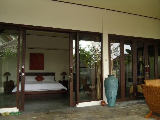 The Kampung Ubud Villa: Une villa entièrement vitrée en façade